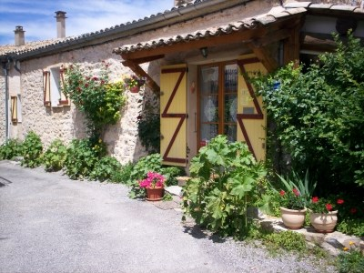Location vacances Châteauneuf-Miravail -  Gite - 4 personnes - Barbecue - Photo N° 1