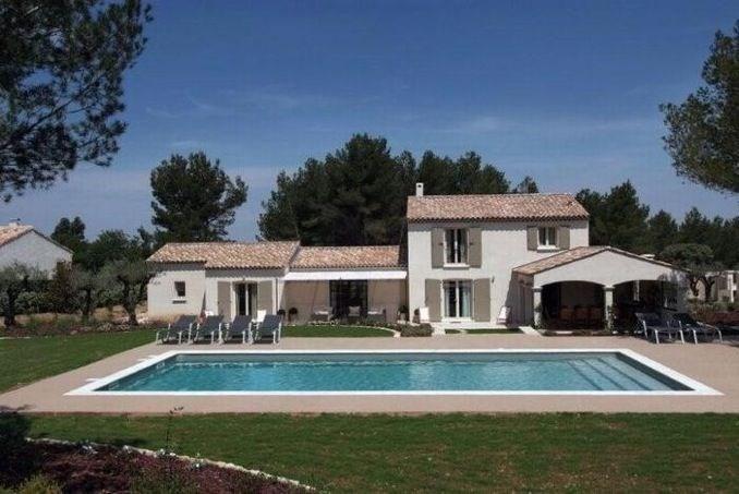 Le mas Antolia a été construit en 2007. Son style est typiquement provençal de type Mas. Il se situe à Eygalières, pr...