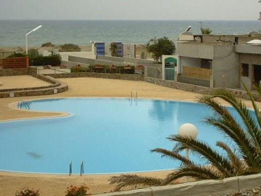 la piscine la mer vue du balcon