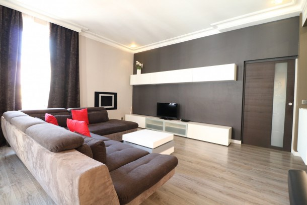 Quality 2 bedroom 9 mins from the Palais 342