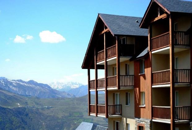 Située à environ 500 m des pistes et 300 m des commerces, la résidence Le Hameau de Balestas est composée de 6 chalets.