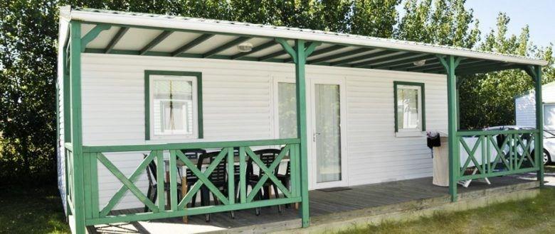 Cette location de chalet en Vendée au sein du camping Le Clos du Bourg, vous offrira tout le conf...
