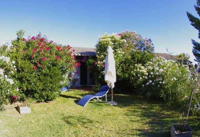 2 pièces 4 personnes. Résidence très calme avec grande piscine, parking, digicode en plein cœur de la Camargue sauvag...