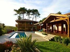 Superbe ensemble de 2 villas de charme style cabanes du bassin, piscine chauffée.