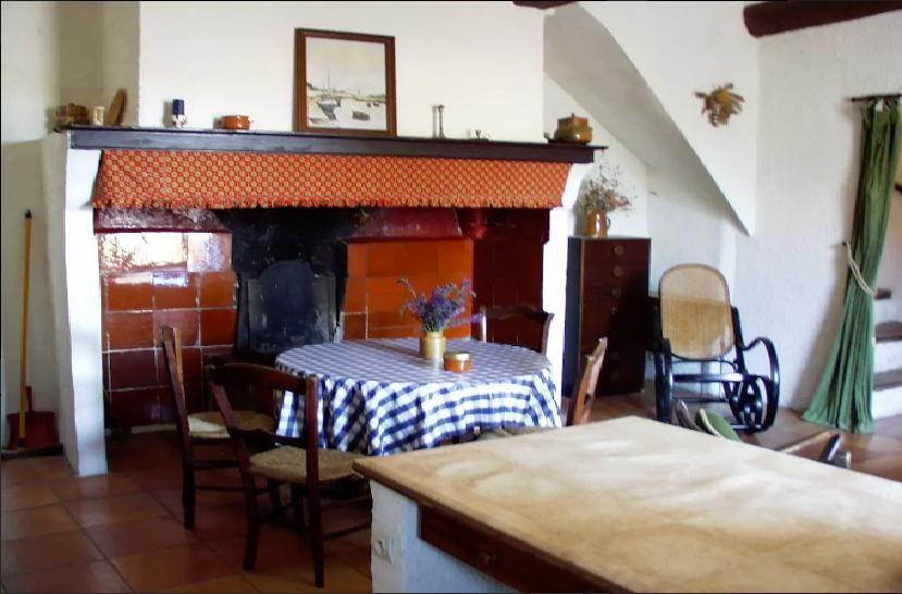 Cuisine et séjour avec cheminée traditionelle du Languedoc, Kitchen and livingro