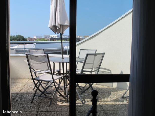 Terrasse dans la chambre vue port des minimes