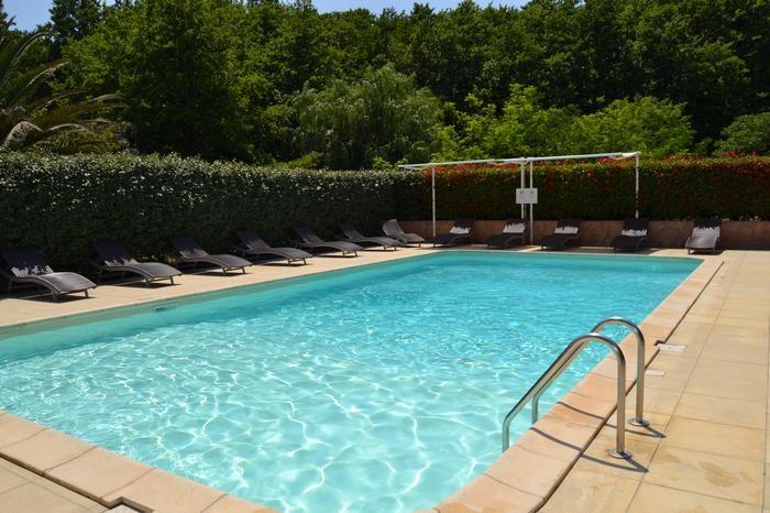 piscine commune aux 5 mini-villas