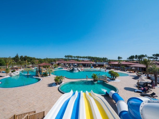 Camping au lac de Biscarrosse -Mobil-home 4 chambres 8 pers.