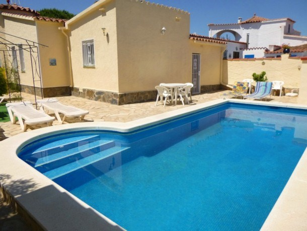 0008-ALBERES House with pool