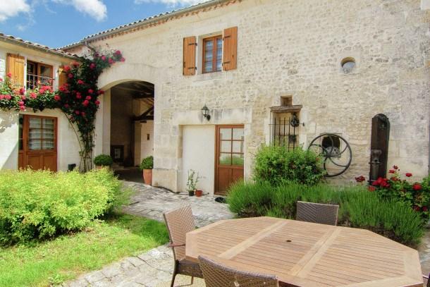 Location vacances Saint-Preuil -  Appartement - 6 personnes - Barbecue - Photo N° 1