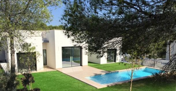 Superbe villa neuve de grand standing avec piscine