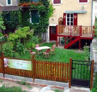 « L'Escale » Côté Canal au cœur de la vallée de l'Yonne, venez profiter de cette charmante maison...