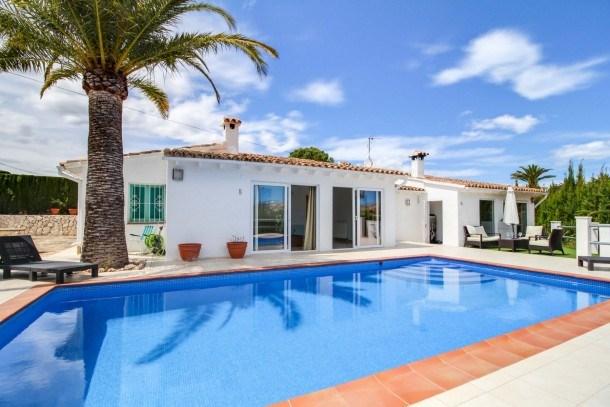 Stunning, dog-friendly villa, pool! Ref. 161115
