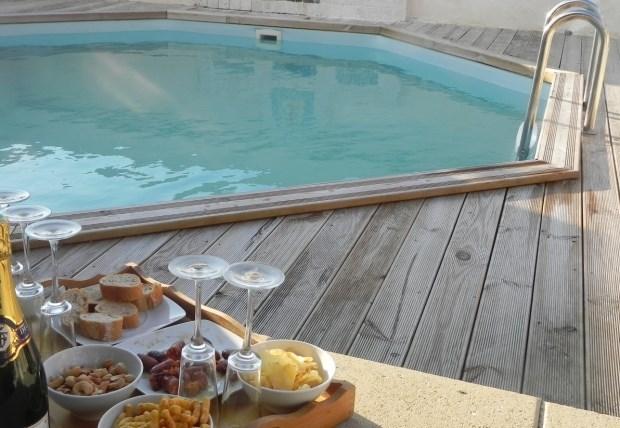 Au coeur d'une nature sauvage, maison de caractère du 14ème, patio et piscine. - Clermont-Dessous