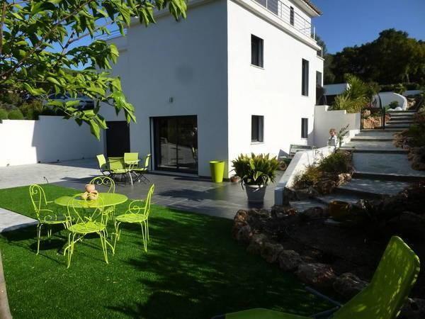 Dans un quartier résidentiel entre mer et golfs - en bordure de l'Estérel:  Appartement Haut de Gamme de 41 m² au calme