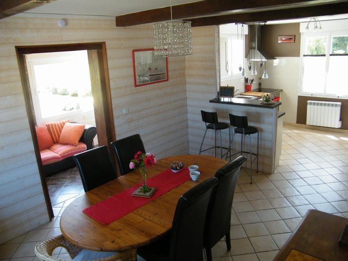 vue d'ensemble : salle à manger, cuisine, salon