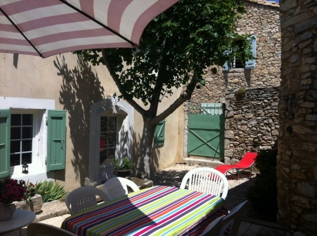 OLD HOUSE IN THE HEART OF PROVENCE VILLAGE - Poulx