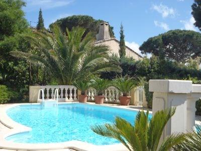 Belle Villa avec vue golf  St Tropez grand jardin et piscine. proximité des plages