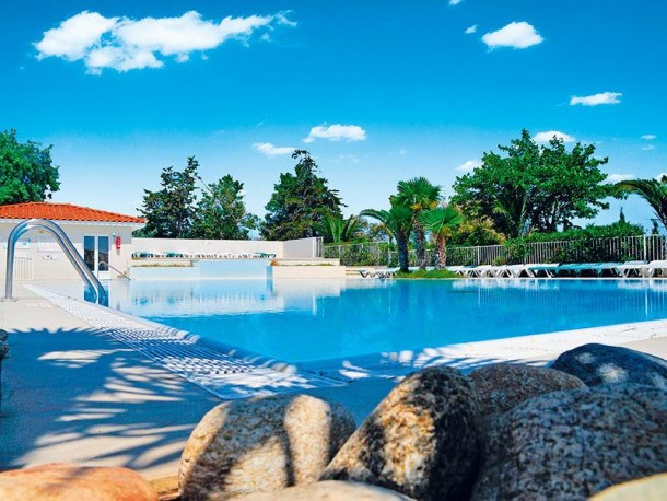 Camping les Fontaines  - Mobil Home - 6 personnes - 2 chambres (MAX 4 adultes + 2 enfants)