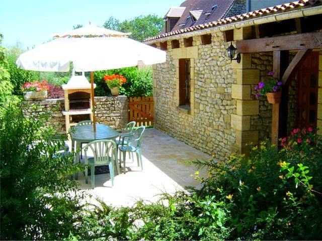 Location vacances Plazac -  Maison - 6 personnes - Barbecue - Photo N° 1