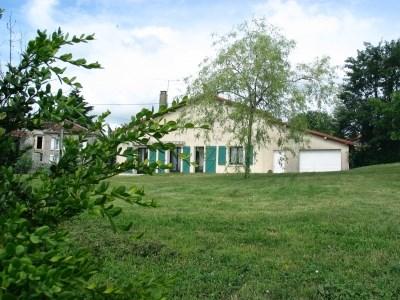Location vacances Beaulieu-sur-Sonnette -  Maison - 6 personnes - Barbecue - Photo N° 1