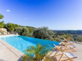 Villa de luxe avec piscine chauffée : vue mer et campagne à Sanary sur mer. 6 chambres , 6 salles de bain ,climatisée .