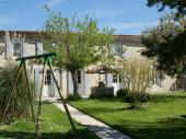 « La Fermette », ancienne ferme indépendante avec étage : une invitation à découvrir la Charente Maritime en ajoutant charme et tradition en famille ou entre amis.