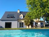MAISON, 5 ch , avec piscine privée, chauffée et couverte, grande terrasse plein sud , à 500 m du golfe du Morbihan,