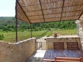 Joli studio climatisé, de 50 m² au milieu des vignes,piscine.
