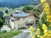 Magnifique appartement dans une ferme , village typique de montagnes à Formiguères ... !!