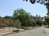 partie de villa en rez de jardin a coté d'un domaine viticole