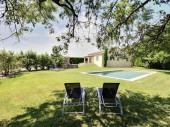 Très belle villa, catégorie 4 étoiles, dans un environnement calme (vignes, pelouse, arbres, vue sur le Lubéron) piscine privée 12,50x5m, mobilier de jardin; wifi.