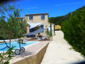 Charmante petite bastide avec piscine privée, et vue sur les collines
