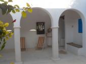Riad traditionnel , cour fleurie avec fontaine , jusque 8P, spacieux et calme
