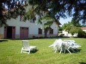 Le Nid - Maison indépendante située dans un petit village aux portes du Parc Naturel Régional du Haut Jura et à proximité des lacs et cascades.