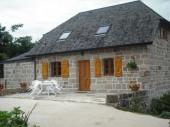 jolie maisonnette restaurée dans village calme