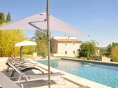 Jas Gibony Lubéron Provence.Demeure de caractère avec piscine chauffée à 27°C. Pool house avec cuisine équipée, douche.