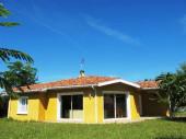 Agréable villa moderne construction 1999jardin clos, quartier situé à environ 800 m du Bourg, étage proche, océan à 8 km, comprenant.