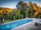 Maison de charme, vieille  périgourdine, grande piscine ,  WIFI,  jardin clos, séjour nature, culture et gastronomie.