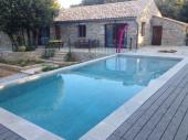 Maison sans vis à vis avec piscine à débordement , 12 personnes.