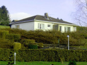 Gîte Gite De La Porte De Bourgogne à Mouzon - à 17 km de Sedan Pavillon indépendant avec vue panoramique sur le bourg et l'Abbatiale.