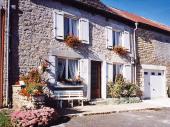 Gîte n°228 à Cernion - à 26 km de Charleville-Mézières Maison mitoyenne à 2 granges.