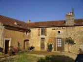 maison à la campagne située entre Cahors dans le lot et Sarlat en Dordogne