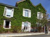 Une maison de caractère, dans un environnement champêtre, verdoyant et boisé, qui offre authenticité, calme, confort et bien-être avec son