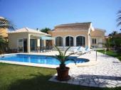 Jolie villa avec une piscine privée pour 4 à 6 personnes et à 600 mètres seulement de la plage !