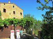 Maison typique de village corse avec jardin à proximité de la mer