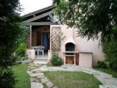 Mini-villa mitoyenne climatisée située à moins de 500 m de la plage de sable fin de Pinarello