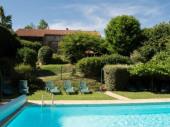 Dans un parc paysager de 10000 m², Gîte 30 personnes avec piscine