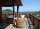 Charme d'une maison en bois vue mer et piscine