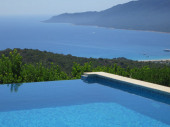 Superbe maison à louer en Corse du Sud proche Propriano Piscine chauffée  sécurisée Grande capacité d'accueil